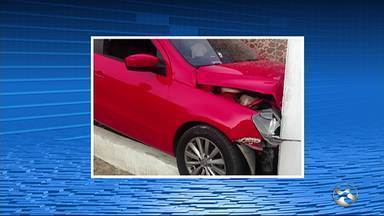 Sargento reformado reage a tentativa de assalto, colide em poste e morre - Caso foi registrado neste sábado (10) em Garanhuns, no Agreste de PE.