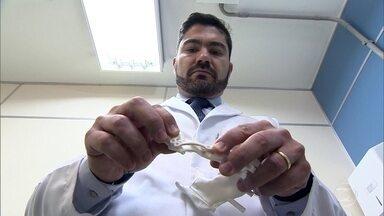 Startup usa tecnologia de ponta para entrar no mercado de próteses - Placas de titânio corrigem alterações na face e na área interna da boca. Peças são utilizadas por hospitais e clínicas dentárias.