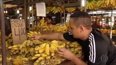 Produção de banana cai e preço sobe - Este ano, a banana prata aumentou 27%, muito acima da inflação, que de janeiro até setembro acumulou uma alta de 5%.