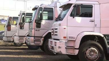 Venda de caminhões cai mais de 30% este ano - A queda é um reflexo da retração econômica. Tem menos frete e menos caminhões rodando nas estradas do país.