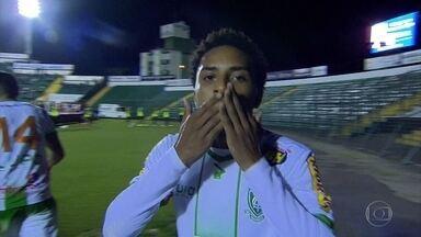 América-MG empata com o Figueirense em Santa Catarina - No banco, Pablo é expulso e comemora gol de empate da arquibancada