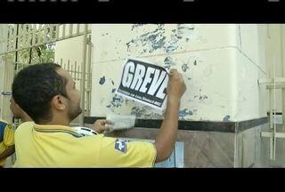 Funcionários dos Correios aderem à greve nacional - Grevistas protestam contra a privatização da empresa.