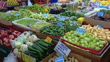Aproveitar alimentos que estão na safra é dica para economizar - No corte financeiro em tempos de crise, aproveitar alimentos que são facilmente encontrados pode ser mais econômico.