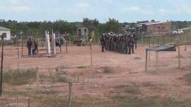 PM faz reintegração de posse no Careiro Castanho, no AM - Mais de 200 famílias estavam abrigadas no terreno.