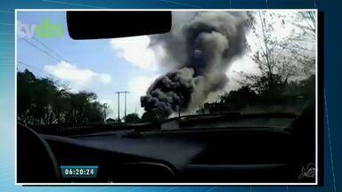 Incêndio atinge fábrica de calçados no município de Guaiúba - De acordo com o corpo de bombeiros, o fogo levou 10 horas para ser controlado.