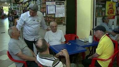 Valter Orsi faz campanha em mercado municipal - O candidato do PSDB à prefeitura de Londrina também participou de um debate nesta quinta-feira.