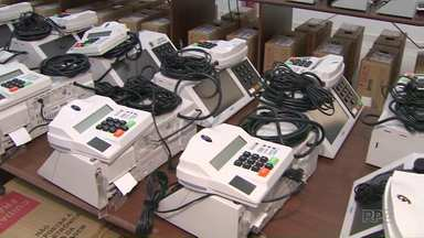 Urnas eletrônicas estão sendo preparadas para o primeiro turno das eleições - Em Ponta Grossa os dados dos candidatos e eleitores estão sendo cadastrados nos equipamentos.