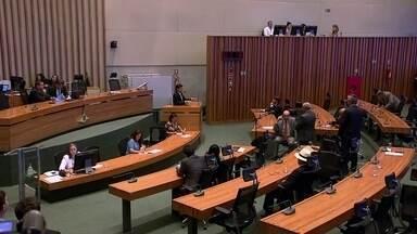 GDF tenta reduzir salários do primeiro escalão de funcionários - Mas a proposta parou na Câmara Legislativa.