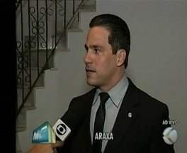 Mutirão 'Direito a Ter Pai' ocorre em Araxá e Divinópolis - Defensor público explica funcionamento. Previsão é de que sejam feitos 60 exames em Divinópolis.