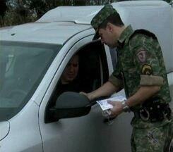 Ação com foco em Meio Ambiente ocorre em Divinópolis - Motoristas foram surpreendidos na MG-050. Cabo da PMR detalha objetivos.