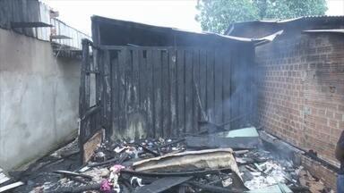 Incêndio destrói cinco apartamentos em Ariquemes, RO - Bombeiros levaram duas horas para apagar as chamas.
