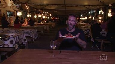 Jimmy Ogro experimenta pratos típicos em Pomerode - Chef visita o Festival Gastronômico da cidade catarinense e se farta com as diferentes comidas servidas no evento
