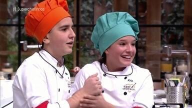 Biel Gava e Kiria Malheiros estão na final do Super Chefinhos - A dupla Mari Cardoso e Isabella Aguiar vai participar da repescagem e ainda pode voltar à disputa