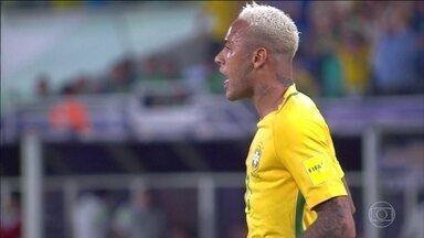 Transformações no cabelo precisam de hidratação - Neymar já teve moicano, cabelos loiros e alisamento. Mas entre uma mudança e outra, é preciso lembrar de fazer hidratação nos fios.
