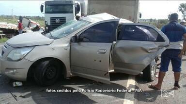 Uma pessoa morreu em acidente entre cinco carros na BR-135 - Uma pessoa morreu em acidente entre cinco carros na BR-135