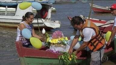 Belém vive o clima do Círio de Nazaré, uma das maiores festas religiosas do país - A região metropolitana está em festa e mais de 80 mil turistas são esperados na capital paraense para participar das homenagens à padroeira do estado.