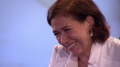 Lilia Cabral se emociona ao lembrar do nascimento da filha - Atriz chora ao rever matéria onde mostra sua filha recém nascida