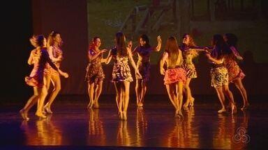 'Festas do beiradão' são revividas em apresentação de balé folclórico, em Manaus - Espetáculo foi apresentado no Teatro Amazonas.