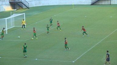 Vasco treina na Arena da Amazônia antes de duelo com o Londrina - Partida ocorre neste sábado, pela Série B do Brasileiro.