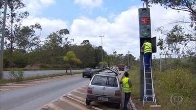 Onze radares voltam a funcionar em rodoviais estaduais de Minas - Segundo o DER, outros 400 equipamentos devem estar funcionando até o fim do ano.