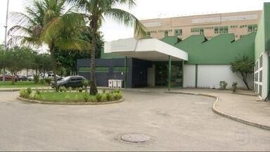 Funcionários do Hospital de Saracuruna denuncia falta de anestesia para cirurgias - Idosos estão esperando há mais de três meses por cirurgias e funcionários estão reclamando da falta de medicamentos, inclusive de anestésico.