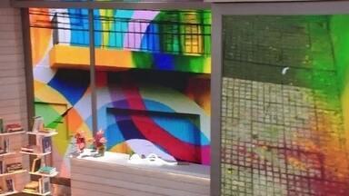 Telão do Encontro: João Paulo Cobra apresenta seus trabalhos - Cenário do 'Encontro' fica mais colorido com as obras do artista conhecido como 'Nove'