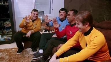 Hoje é dia de fã: fã de Star Trek - Alexandre Henderson veste o uniforme da Frota Estelar no encontro de um grupo de fãs de Star Trek, todos caracterizados como seus personagens favoritos.