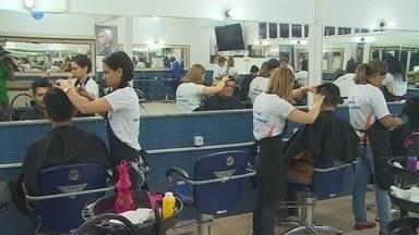 'Senac Portas Abertas' oferece diversos serviços para a população de Porto Velho - Cortes de cabelo e cursos estão sendo oferecidos gratuitamente.