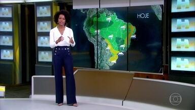 Sistema de alta pressão deixa a primavera com cara de inverno em parte do Brasil - Em muitas regiões do país há possibilidade de chuva neste sábado (22).