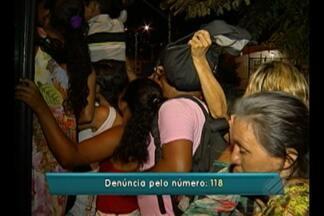 Passageiros reclamam do atraso dos ônibus que vão para o distrito de Mosqueiro, em Belém - Segundo eles, os atrasos são recorrentes