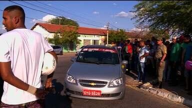 Homem é assassinado em Petrolina - Ari Alberto Santos de Araújo, de 28 anos foi assassinado logo depois de sair do hospital