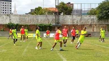 Após ressaca do clássico, Goiás viaja para enfrentar o Paysandu, em Belém - Derrotado pelo principal rival na última rodada, Alviverde tenta se reabilitar e vai ao Estádio Mangueirão neste sábado em busca de vitória para zerar risco de queda.