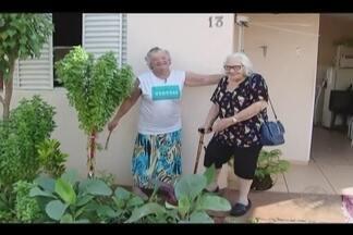 Veja como é o condomínio exclusivo para idosos em Uberlândia - No Bairro Guarani funciona o Condomínio do Idoso. Construído estrategicamente ao lado do condomínio, o Centro Educacional de Assistência Integrada (CEAI) IV oferece todas as atividades aos cerca de 30 moradores da entidade.