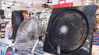 Calor provoca corrida às lojas de ventiladores em Belo Horizonte - A temperatura tem batido recordes nos últimos dias na capital chegando a mais de 35°C.