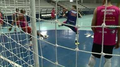 Umuarama futsal entra em quadra pelo paranaense - O time entra em quadra tentando se recuperar no campeonato.