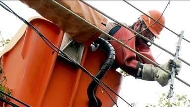 Rompimento dos cabos de rede elétrica prejudica os moradores de São Paulo - Moradores de várias regiões de São Paulo reclamam da falta de luz causada pelo rompimento dos cabos. O prejuízo para a cidade pode chegar a quase R$ 20 milhões por causa deste problema.