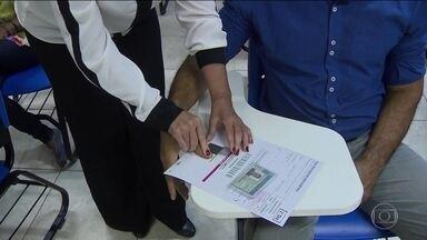 Registro da digital do candidato aumenta segurança do Enem - Digitais vão para banco de dados que será confrontado com o da PF. O documento de identidade com foto e a assinatura continuam sendo obrigatórios.
