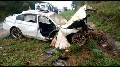Acidente mata criança e fere quatro pessoas na BR-060, em Alexânia - Vítimas estavam em um carro, que saiu da pista e bateu contra barranco. PRF diz que menino morreu na hora; feridos foram levados a hospital.