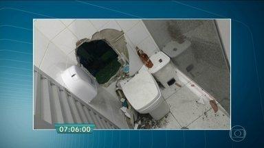 Quadrilha usa marreta para invadir supermercado em Diadema - Os ladrões fizeram um buraco na parede do banheiro, que fica no fundo do estabelecimento na Grande São Paulo. Dois bandidos foram detidos e quatro conseguiram fugir.