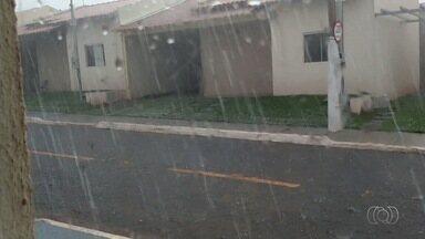 Chuva de granizo atinge Goiânia - Uma chuva forte atingiu a capital na noite de terça-feira (26).