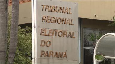 TRE orienta eleitores que tiveram local de votação alterado - Em Curitiba, haverão linhas de ônibus especiais para transportar quem teve o local de votação alterado por causa das ocupações nas escolas estaduais.