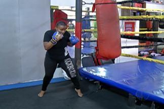Jovem mogiana está pronta para a disputa do Pan-Americano de kickboxing - Gabriela Mahalia queria perder peso com o kickboxing, mas gostou do esporte. Competição acontece no México.