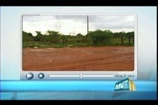 VC no MGTV: telespectador registra limpeza na MG-190 em Uberaba - Lixo estava acumulado na estrada vicinal e morador havia registrado o problema na última segunda-feira (24). No local, é possível encontrar caçambas para descarte de lixo.