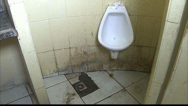Banheiros do Terminal de Integração de João Pessoa estão abandonados - Os banheiros estão sem manutenção e sujos.