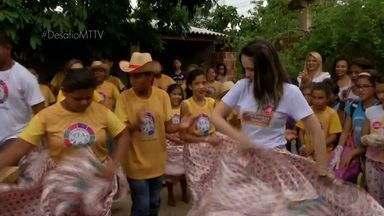 Alunas de escola em Cuiabá fazem música de Siriri contra o mosquito da dengue - Alunas de escola em Cuiabá fazem música de Siriri contra o mosquito da dengue