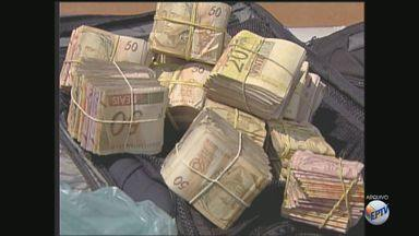 Líderes de esquema milionário de contrabando moravam em Ribeirão Preto, SP - Por dia, a quadrilha fazia R$ 600 mil em dinheiro com a venda de anabolizantes, remédios para impotência sexual e eletrônicos.