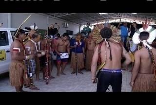 Grupo de índios está reunido na sede do distrito sanitário especial indígena em Valadares - Eles protestam contra portaria do Minsitério da Saúde que, segundo eles, interfere na compra de medicamentos e atendimento médico realizados nas aldeias.