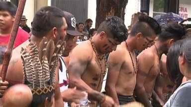 Indígenas protestam contra decisão do Ministério da Saúde - Segundo eles, a decisão prejudica o atendimento de saúde dos índios