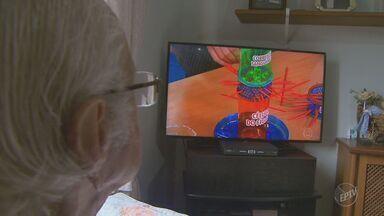 Famílias devem se preparar para a troca do sinal analógico pelas TVs digitais - Governo Federal vai tirar do ar o sinal analógico em 2017.