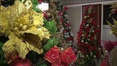 Comércio se prepara para as vendas de enfeites natalinos em Cachoeiro, ES - O natal continua sendo a data mais importante para o comércio no ano.